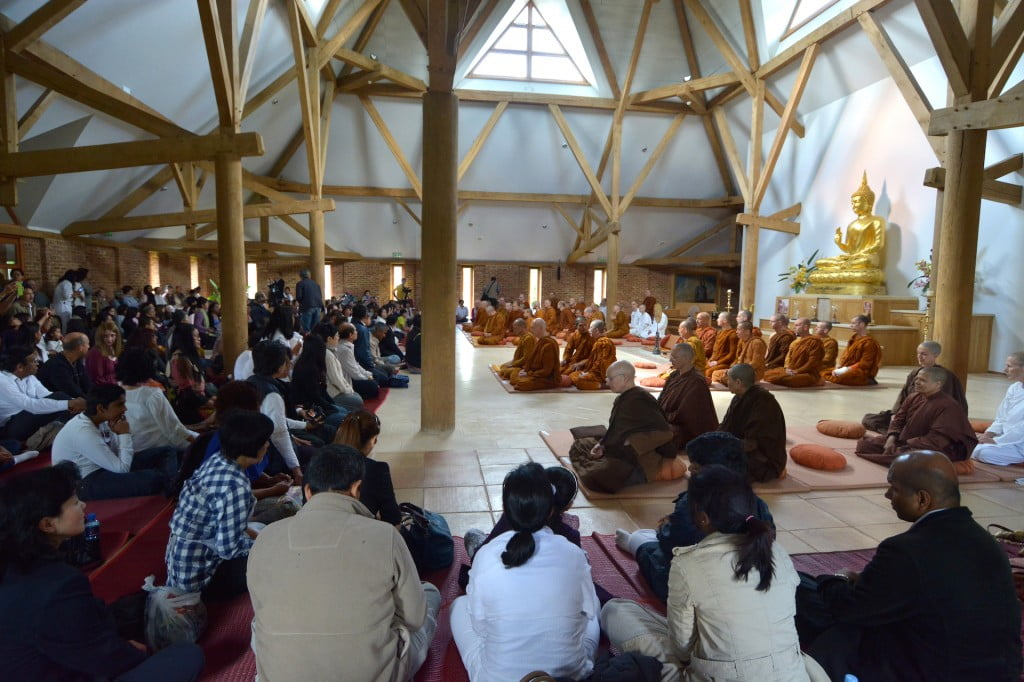 Fourfold Sangha in temple by Somkid 25-05-14 (8)